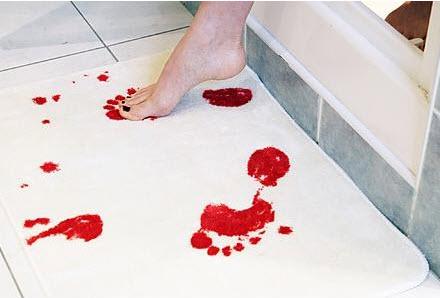 שטיח לאמבט עם דם