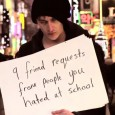 תכירו את רוס, רוס נראה דכאוני למדיי והוא חושב שאתם צריכים לצאת מפייסבוק, הוא שונא את פייסבוק.  באמצעות שלטים סטייל בוב דילן (וממים אחרים ברשת) רוס יפרוט את כל הסיבות שבגללן צריך לעזוב את פייסבוק.